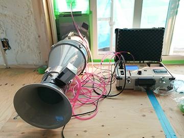 写真:気密測定器